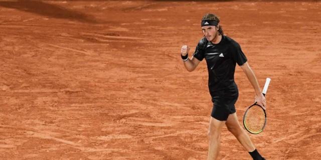 Roland Garros: Ανατροπάρα από τον Τσιτσιπά και πρόκριση στο δεύτερο γύρο