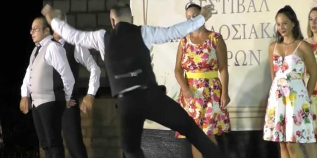 Η λεβεντιά δεν έχει ηλικία: Ο 63χρονος μερακλής που χόρεψε το πιο μάγκικο ζεϊμπέκικο