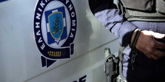 Κορωνοϊός: Αστυνομικός «έσπασε» το ωράριο κι έπινε το ποτό του
