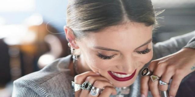 Πόσο;;; Δεν φαντάζεστε πόσο κοστίζει ένα δαχτυλίδι από το μαγαζί της Αθηνάς Οικονομάκου