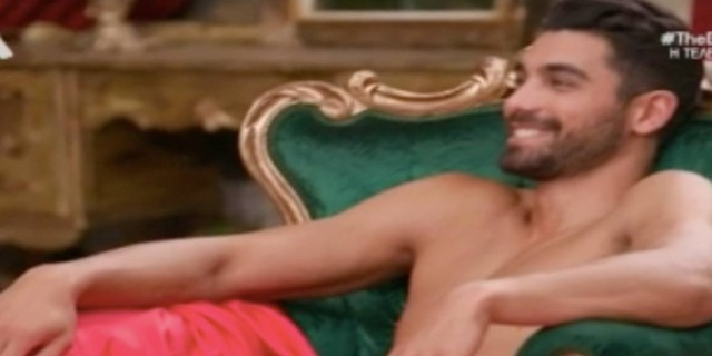 Το γυρνά… σε πορνό το «The Bachelor»: Ο Βασιλάκος… τα πέταξε όλα μπροστά στις παίκτριες!