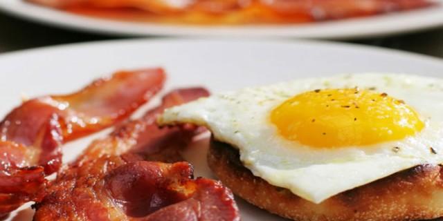 Ο λόγος που είναι απαγορευτικός ο συνδυασμός αυγών με μπέικον - Κινδυνεύετε από...