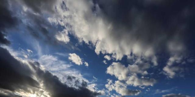 Καιρός: «Σκαρφαλώνει» ο υδράργυρος - Πού θα βρέξει