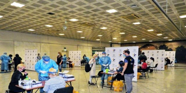 Κορωνοϊός: 29 κρούσματα εντοπίστηκαν μέσα από τα rapid tests στο Σύνταγμα