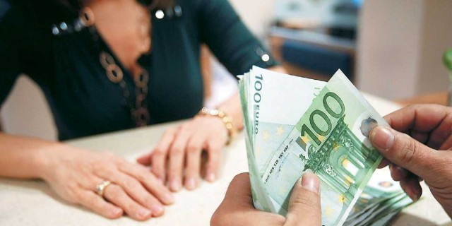 Συντάξεις: «Αναβρασμός» με τις καταγγελίες για τα αναδρομικά - Έρχεται κι άλλη πληρωμή