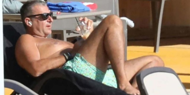Γιώργος Λιάγκας: Ξαναπήγε για μπάνιο μετά τον σάλο - Δείτε τι μαγιό φόρεσε αυτή τη φορά... (ΦΩΤΟ)