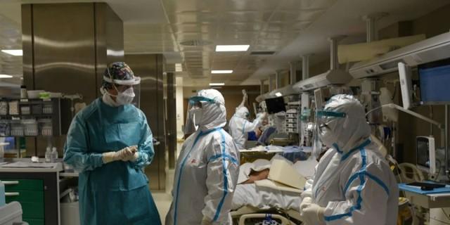 Κορωνοϊός: Αορίστου χρόνου όλοι οι γιατροί που εργάζονται στις ΜΕΘ