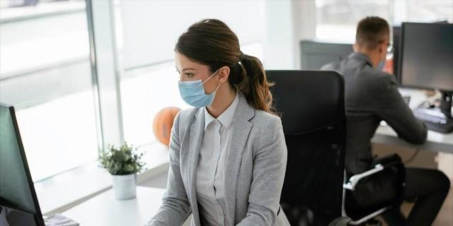 Κορωνοϊός: Μεγάλη διασπορά του ιού στη μετακίνηση από την εργασία στο σπίτι