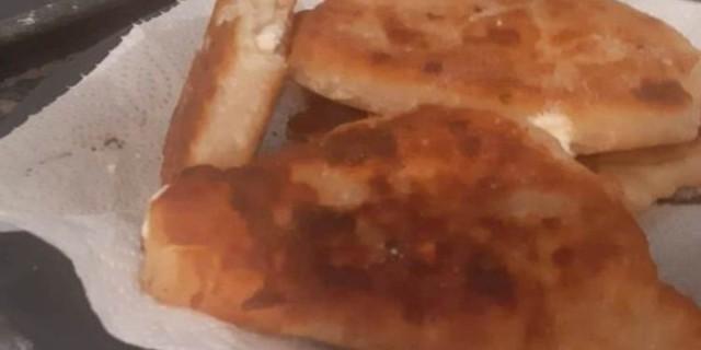 Τηγανητές τυρόπιτες με λίγα υλικά