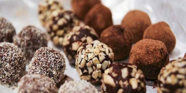 Μικροί σοκολατένιοι... μπελάδες με ζαχαρούχο γάλα