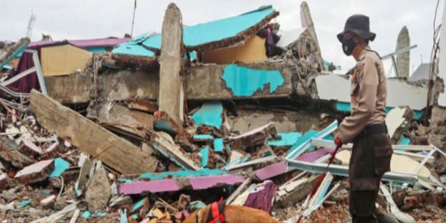 Ινδονησία: Στους 73 οι νεκροί από τον σεισμό - «Όλοι οι άνθρωποι που βρήκαμε ήταν νεκροί»