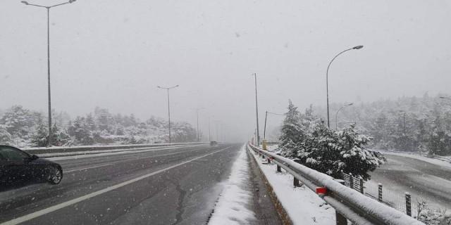 Κακοκαιρία Λέανδρος: Χιονίζει και στην Αττική