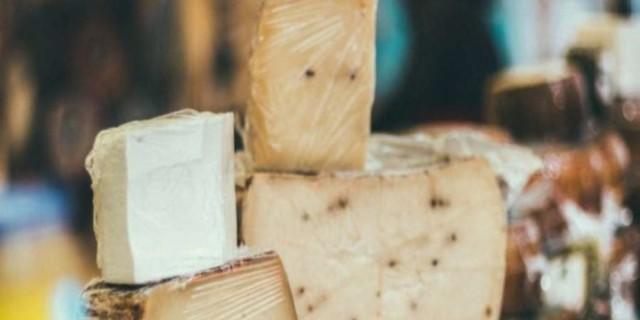 Γιατί δεν πρέπει να τυλίγεις ποτέ το τυρί σε πλαστική μεμβράνη