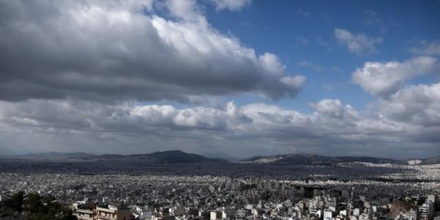 Βελτιώνεται ο καιρός σήμερα: Πού αναμένονται καταιγίδες