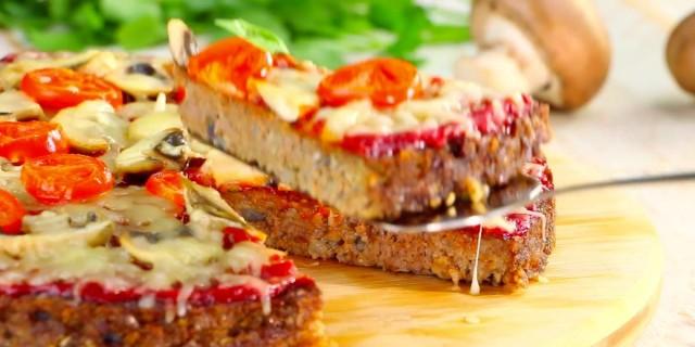 Αρχικά φαίνεται σαν μια συνηθισμένη πίτσα αλλά μόλις προσέξαμε τη ζύμη; Μείναμε με ανοιχτό το στόμα! (Video)