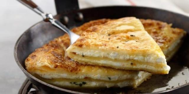 Τυρόπιτα στο τηγάνι - Έτοιμη στο πι και φι!