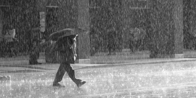 Έκτακτο δελτίο επιδείνωσης καιρού: Πού θα χτυπήσουν οι ισχυρές καταιγίδες