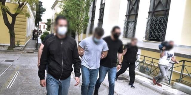 Έγκλημα στα Καλύβια: Προφυλακιστέος ο 32χρονος - Πίστευε πως το θύμα του έχει κάνει μάγια