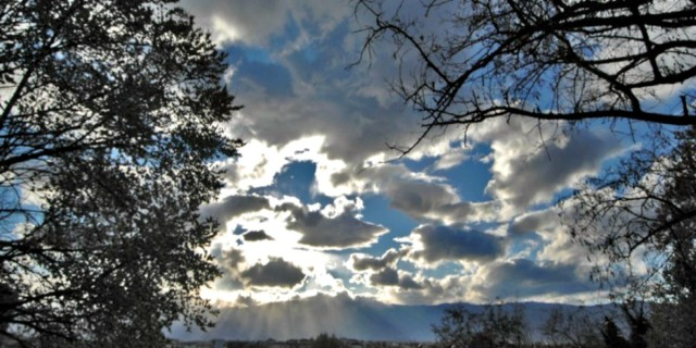 Καιρός σήμερα 10/5: Αίθριος με ψύχρα το πρωί - Μέχρι 27 βαθμούς η θερμοκρασία