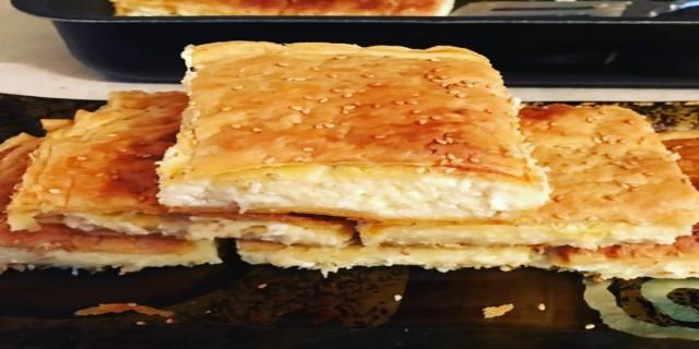 Αφράτη τυρόπιτα με τυρί και μπεσαμέλ