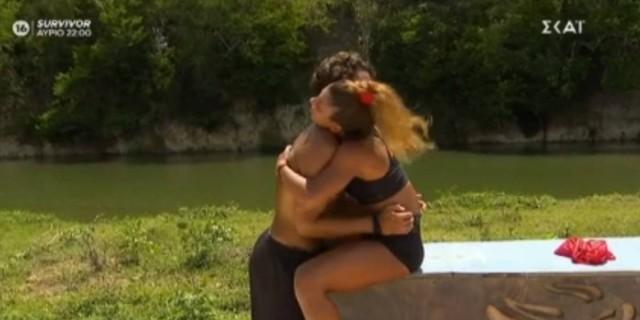 Survivor 4: Το ζεστό βλέμμα και το «σε αγαπάω» του Σάκη στη Μαριαλένα
