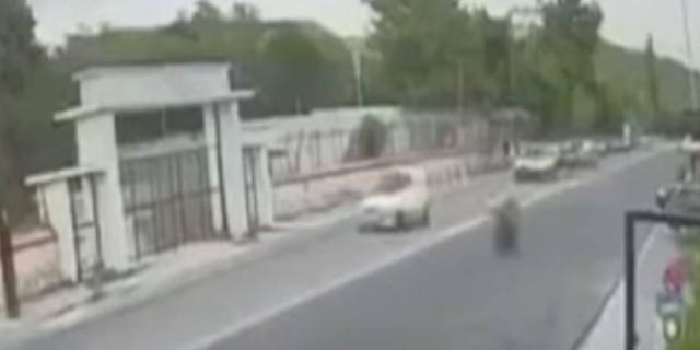 Βίντεο σοκ από το πολύνεκρο τροχαίο της Καβάλας - Έτρεχε με ιλιγγιώδη ταχύτητα ο οδηγός της μηχανής!