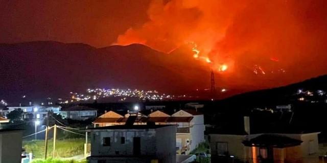 Τεράστια πυρκαγιά 8 χιλιομέτρων