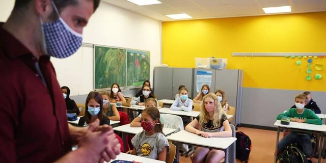 Υγειονομική «βόμβα» για τα σχολεία οι ανεμβολίαστοι: Μαζική η διάθεση των self tests