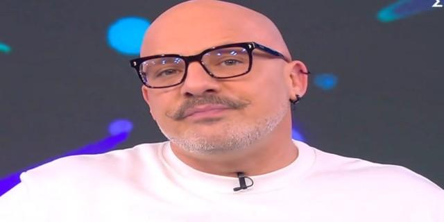 Ο Νίκος Μουτσινάς ζήτησε on air