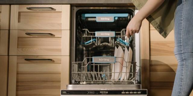 Έτσι θα διώξετε τις άσχημες μυρωδιές από το πλυντήριο πιάτων!