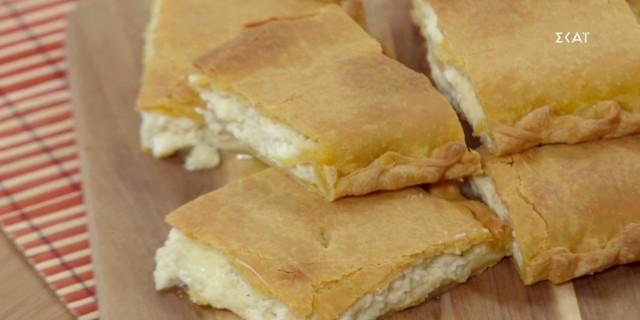 Αφράτη τυρόπιτα με μπεσαμέλ, φέτα και γραβιέρα (Video)