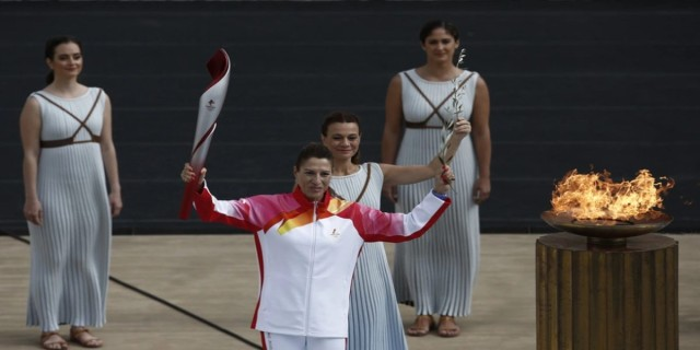 «Πεκίνο 2022»: Η Φλόγα παραδόθηκε στους διοργανωτές των Χειμερινών Ολυμπιακών Αγώνων