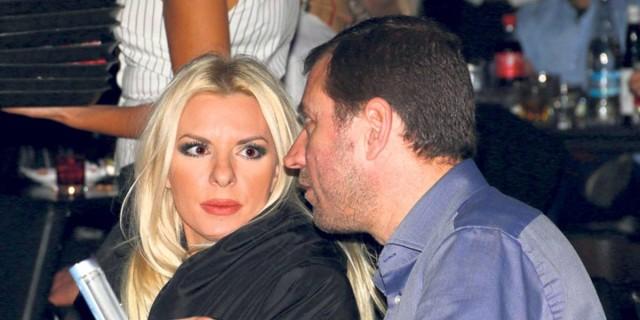 Σάλος με την Αννίτα Πάνια: Αποκάλυψε τη σχέση που είχε παράλληλα στο γάμο με τον Νίκο Καρβέλα!