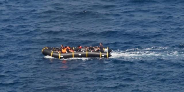 Τρεις νεκροί σε ναυάγιο ανοιχτά της Χίου - Έχουν διασωθεί 21 άνθρωποι (Video)