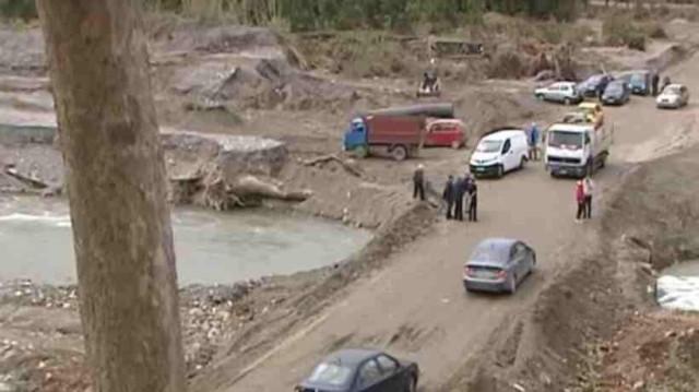 Κρήτη: Κάτοικοι έφτιαξαν μόνοι τους δρόμο για να μπορούν να διασχίζουν τη γέφυρα του Κερίτη!