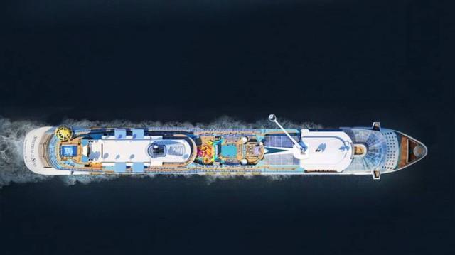 Δέος στον Πειραιά: Έδεσε στο λιμάνι το μαγευτικό κρουαζιερόπλοιο Spectrum of the Seas! (video)