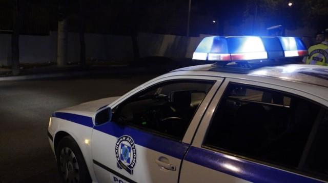 Απίστευτο περιστατικό στη Θεσσαλονίκη: Περιπολικό επέσε πάνω σε περίπτερο κατά τη διάρκεια καταδίωξης!