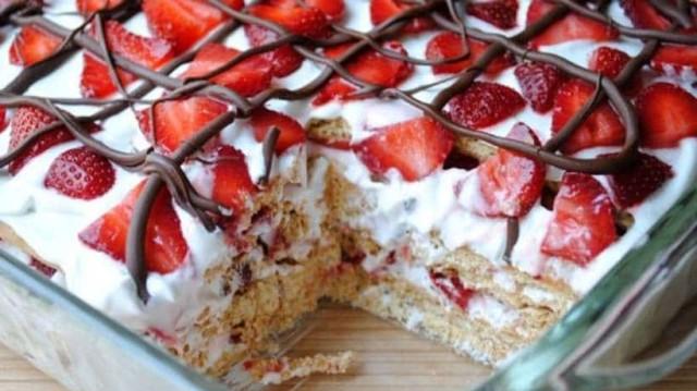 Πανεύκολο γλυκό ψυγείου με φράουλες!