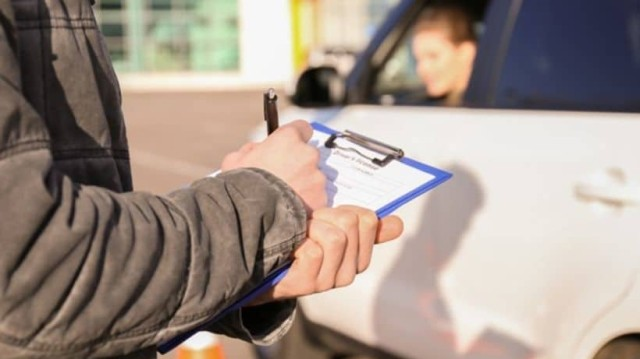 Απίστευτο περιστατικό στην Εύβοια: Έδινε εξετάσεις για το δίπλωμα οδήγησης και πάτησε τον εξεταστή!