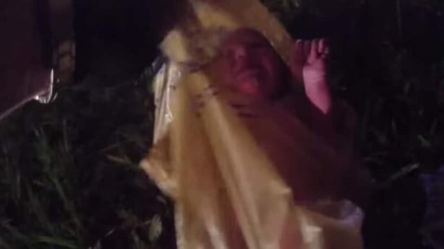 Φρίκη: Bρήκαν ζωντανό βρέφος σε πλαστική σακούλα! (Video)