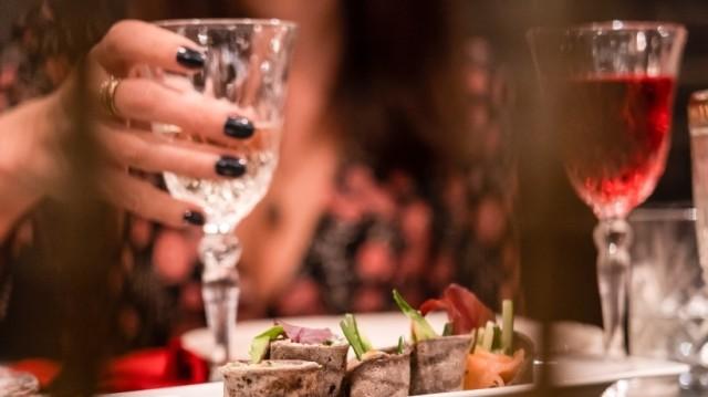 Minnie The Moocher: Ένα αυθεντικό bar που γράφει την δική του ξεχωριστή ιστορία!