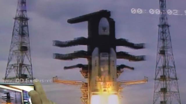 Ινδία: Εκτοξεύτηκε ο πρώτος πύραυλος για το φεγγάρι!