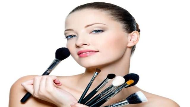Ήρθε η ώρα να γίνετε... επαγγελματίας make up artist γρήγορα και απλά!