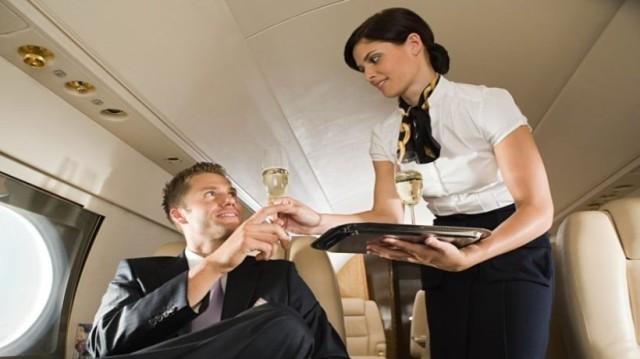 Αποκαλύφθηκε ο μυστικός κώδικας των αεροσυνοδών όταν βλέπουν έναν όμορφο άντρα!