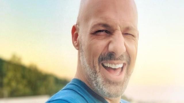 Νίκος Μουτσινάς: Επιτέλους το παραδέχτηκε και μίλησε ανοιχτά για τον σύντροφό του!
