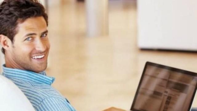 Αληθινή ιστορία: «Έπιασα τον άντρα μου να μιλάει με πιτσιρίκες στο διαδίκτυο!»
