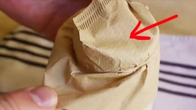 Τρομερό: Βάζει ένα φίλτρο καφέ σε ένα βάζο! 24 ώρες μετά έχει κάτι που θα το ζηλέψετε! (video)