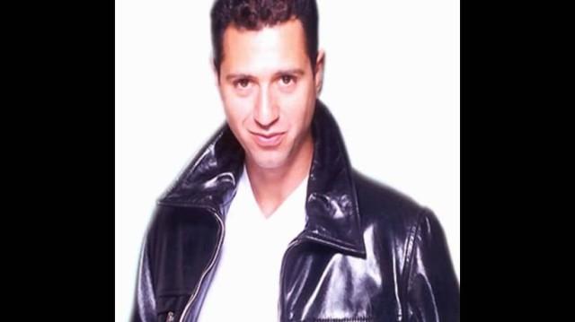 Δείτε πώς είναι σήμερα ο τραγουδιστής Δημήτρης Κόκοτας!