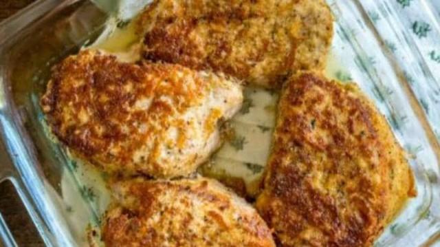 Χοιρινές μπριζόλες με κρούστα παρμεζάνας στο φούρνο!