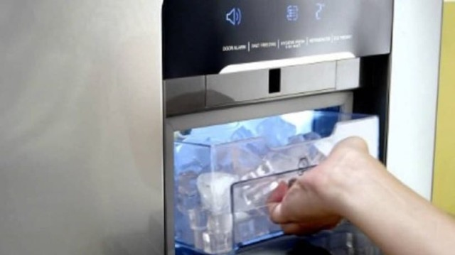 Μεγάλη προσοχή: Να γιατί είναι επικίνδυνα τα παγάκια από το ψυγείο…